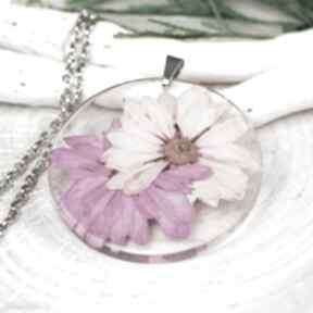Naszyjnik z prawdziwymi kwiatami zatopionymi w żywicy z304