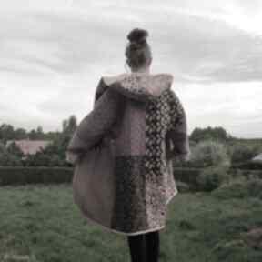 Płaszcz patchworkowy długi z kapturem, kimonowy w stylu boho