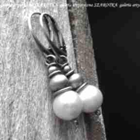 Klasyka z pazurem kolczyki naturalnych pereł i srebra szarotka