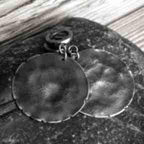 Kolczyki srebrne treendy metaloplastyka, srebro oksydowane, koła
