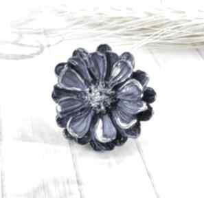 1216 mela pierścionek z żywicy kwiat niebieski art pierścionek