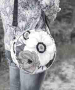 Na święta upominki? Round bag - kwiaty retro na ramię torebki