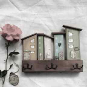 Wieszak z pastelowymi domkami no 2 wieszaki pracownia na deskach