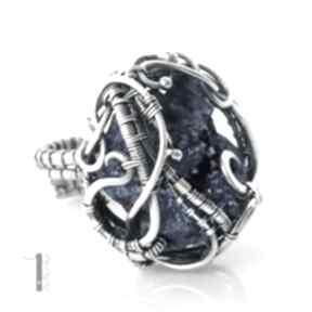Osobliwość - blue sky rose srebrny pierścień z kwarcem tytanowym
