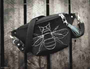 Nerka mini pszczoła zapetlona nitka nerka, czarna, zamsz