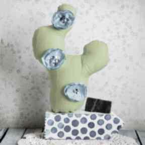 Kompozycja z kaktusem - niebieski dekoracje maly koziolek kaktus