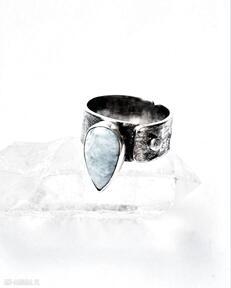 Pierścień z larimarem dziki krolik larimar, srebro, minerały