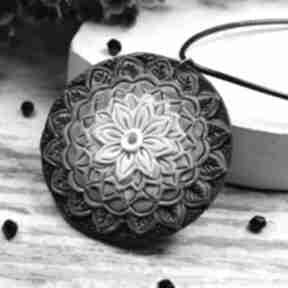 Wisiorek mandala w odcieniach szarości wisiorki kameleon mandala