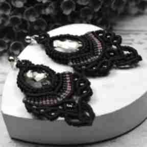 Długie, eleganckie kolczyki z pięknie mieniącymi się kryształami