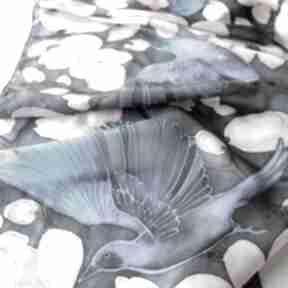 Jedwabny szal ręcznie malowany niebieskie ptaki chustki
