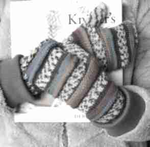 Mitenki gąsienniczkii z turkusem rękawiczki jaga11 druty