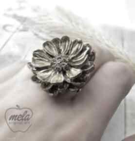 1024 mela pierścionek z żywicy kwiat złoty srebrn art