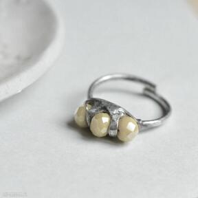 Sunny - pierścionek ze szklanymi kryształkami pracownia miedzi