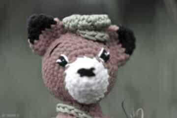 Lisek zrobiony na szydełku maskotki pasja i pedzlem lis