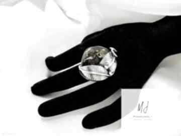 Unikatowy wykonany ręcznie pierścionek srebrny z bursztynem