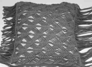 Szara poduszka z dekoracyjnym splotem makramowym poduszki loop