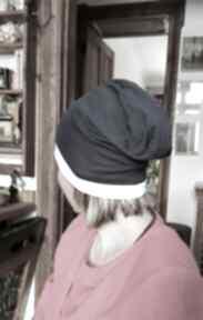 Czapka damska sportowa granatowo biała z dzianiny rozmiar