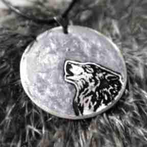 Fioletowy księżyc i wilk - wisior z malowanej miedzi żywicy
