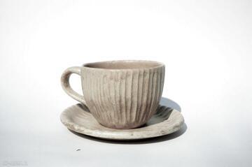 Kubek hygge z talerzykiem piaskowy kubki ceramicznosci hygge
