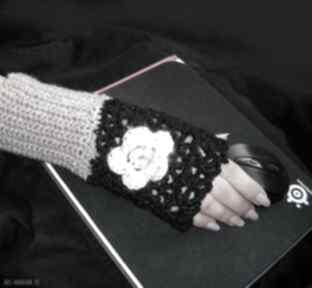 Ocieplacz, rękawiczka czerń i beż do pracy przy komputerze