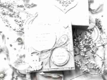 Pamiątka narodzin, chrztu świętego z cytatem w pudełeczku