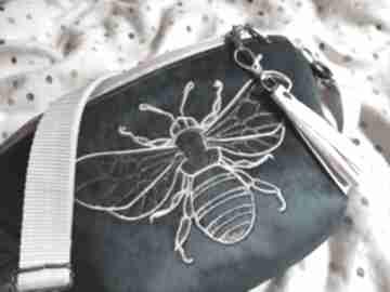 Nerka xxl pszczółka nerki zapetlona nitka turkus, pszczoła, haft