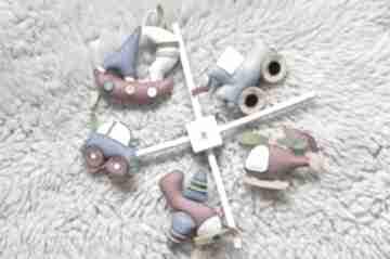 Karuzela nad łóżeczko - pojazdy wzór pokoik dziecka kram iki