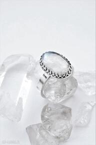 Pierścień z kamieniem księżycowym dziki krolik