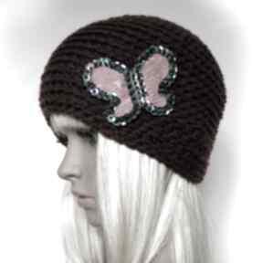Bordowa czapka z ozdobnym motylem czapki samantha czapka, motyl
