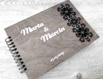 Album lub księga gości z ażurowym elementem albumy biala
