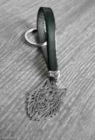 Skórzany brelok do kluczy wilk ciemnozielony breloki beezoo
