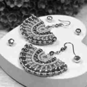 Oryginalne kolczyki wachlarze w odcieniach srebra i szarości