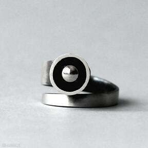 Minimalistyczny srebrny pierścionek regulowany shambala srebrny