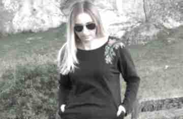 Czarna sukienka z haftem rozmiar 36 sukienki lalu lalu, sukienka