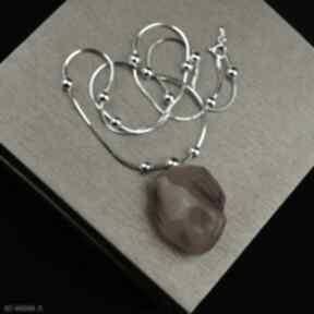 Krótki naszyjnik z bryłką bursztynu srebro naszyjniki barbara