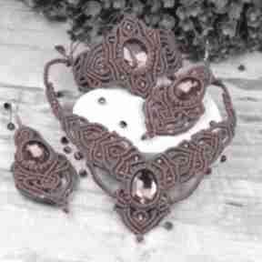 Elegancki bordowy komplet biżuterii z kryształami: naszyjnik