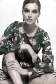 Turkusowa sukienka w kwiaty sukienki kasia miciak design midi