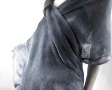 Granatowy lniany szal z jaśniejszymi refleksami szaliki anna