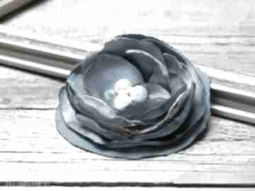 Turkusowa broszka, kwiatek, przypinka broszki pracownia zolla