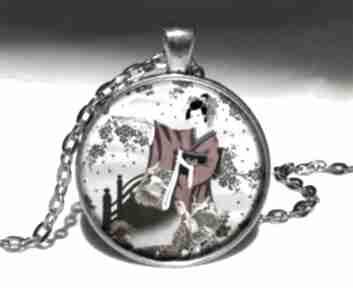 Gejsza medalion łańcuszkiem orientalny naszyjnik prezent orient