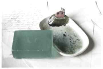Mydelniczka z domkiem na skarpie ceramika wylegarnia pomyslow