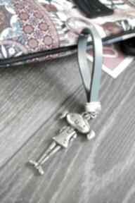 Skórzany brelok do kluczy girl jasnoniebieski breloki beezoo