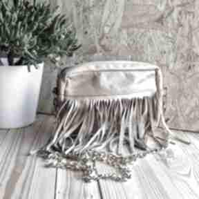 Skórzana torebka z frędzlami brązowa mini godeco skórzana