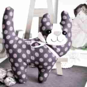 Uśmiechnięty kotek - śliweczka 20 cm maskotki maly koziolek kot
