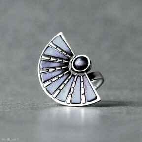 Srebrny pierścionek wachlarz z tytanem shambala srebrny