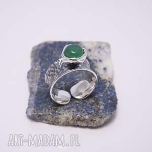 srebrny pierścionek gnieciony z agatem zielonym, regulowany