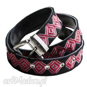 geometry pasek haftowany czerwono, szary - pasek, haft, skóra, filc