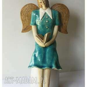 anioł w starym stylu z książką, ceramika, anioł, książka