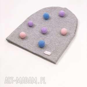 handmade czapki czapeczka wiosenna z pomponami