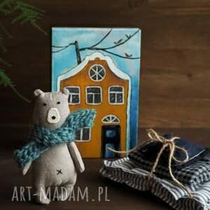 prostak lniany retro miś w drewnianym domku - zestaw, miś, kamieniczka